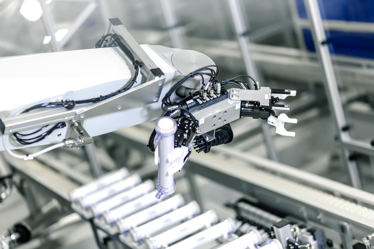 roboter-geführte Filter Produktionsanlage